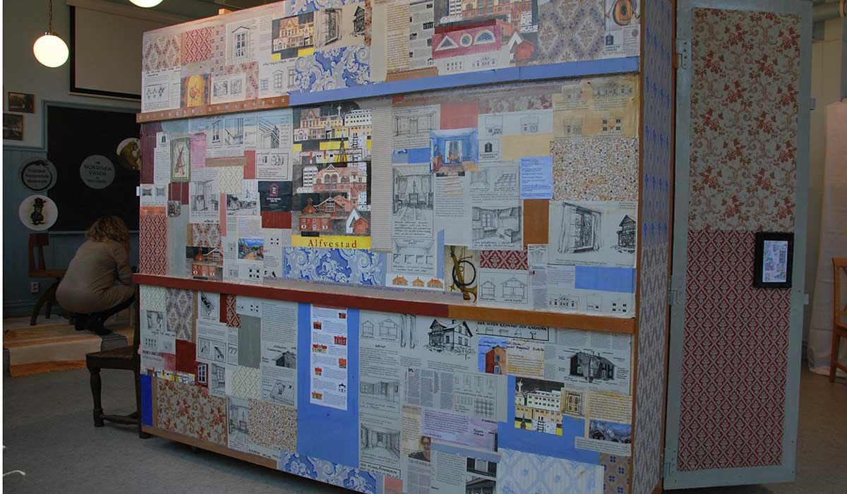 ådan yttersidor kläddes med texter, bilder och tapetprover - ett decoupage